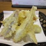 誠月庵 - 福岡のそばやうどんのトッピングと言えばやはりごぼう天、揚げたてのアツアツのごぼう天です。