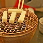 ぎおん徳屋 - コンロでお餅を焼きましょう。