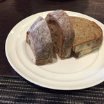 ビストロ ヌー - 自家製パン