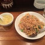 万豚記 - 豚青菜炒飯はラーメン丼ぐらいの量