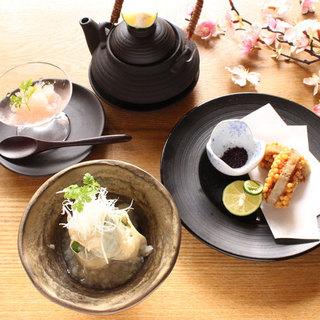 秋田県から直送した比内地鶏を使用したフルコース