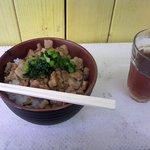 秋葉鶏排 - ルーロー飯(380円)