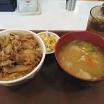 すき家 - 牛丼並と豚汁、おしんこセット(\507)