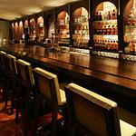 ニッカ ブレンダーズ・バー - 内観写真:カウンター席で当店でしか飲めないブレンダーズ・ウイスキーを!