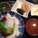 Kageyama - 日替りランチ 鮪のヅケと紋甲烏賊の丼 税込500円