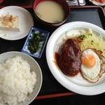 山盛食堂 - 『ハンバーグ定食』550円。