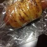 ナマケモノ - ピリ辛ウインナーのパン