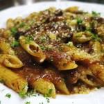 ファッティーズ - 料理写真:和牛すね肉の赤ワイン煮込みとペンネ