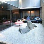 忍庭 - <'15/02/12撮影>外観の地下1階中庭の風景です