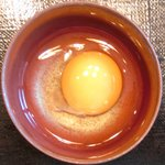 忍庭 - <'15/02/12撮影>A3黒毛和牛ロースのすき煮鍋と逸品お造りの特別ランチ御膳 1000円 の生卵