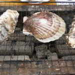 かき小屋 - 焼牡蠣と焼帆立