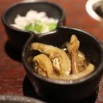 薩摩魚鮮水産 - お通し、イワシの煮付け