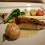 クローバー - 帆立貝と真鯛のグリル?白ワインのソース