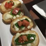 THANK YOU - 完熟トマトとモッツァレラのブルスケッタ。