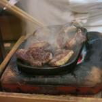 諸菜 匠 - 鴨肉を焼いてるところ