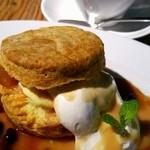 チェルシーカフェ - キャラメルアップルビスケットサンド~マスカルポーネチーズを添えて