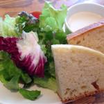 BAL GLAMS - サラダ・スープ・ピクルス・自家製フォカッチャ
