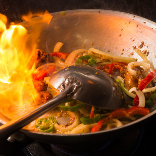 インド料理一筋30年の腕と舌による本場ホテルの本当の味!