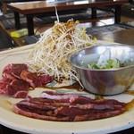 35059572 - お肉の皿にてんこ盛りのモヤシ(ハラミ、ツラ、テッチャン)