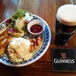 35063005 - 『ギネスビール(大)』(900円)と『フィッシュ&チップス(ハーフサイズ)』(450円)~♪(^o^)丿