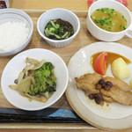 福岡薬院 タニタ食堂 - 日替わり定食780円。