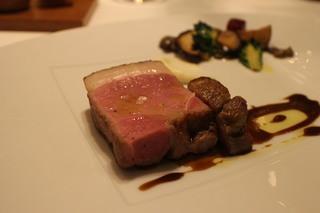 イル プレージョ - 蝦夷豚の炭火ロースト シチリア産カッルーパのソース
