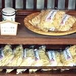 菊見せんべい総本店 - めずらし煎餅の棚