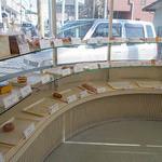 モンレーブ - 店内パン棚円形左側