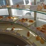 モンレーブ - 店内パン棚円形右側
