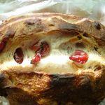 ベーカリーパーム - 料理写真:クランベリークルミクリームチーズ(¥300)