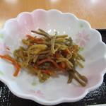 こかげ亭 - 2つ目は和食の小鉢の定番、キンピラごぼうです。