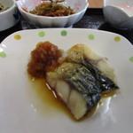 こかげ亭 - A朝食のメインの焼き魚は塩鯖の焼きもの、これも焼鮭と並ぶ日本の朝食の定番ですね。