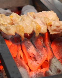 勝元 - 一本一本備長炭で丁寧に焼き上げてます。