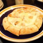 AUBE.cafe CUATRO - ピザ  もう少しカリッと焼いたほうが好みかも