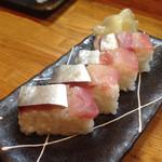 鳥半・魚半 - 押し鯖寿司