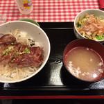 35084253 - 牛ロース丼(加工肉)864円