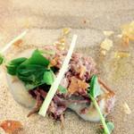 35085482 - 小さな一品は、菊芋のピューレをあしらった自家製コンビーフ