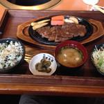 清香園 - ステーキランチ¥1300  ネギご飯も美味しかった。お代わりしました。