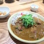 自然派カフェ 米野かりぃ堂 - これに野菜スープがで 950円