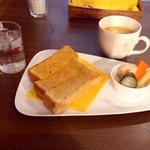 角パン専門店Cafe&マルシエルブ - バタートーストとブレンド珈琲