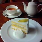35088761 - 2010年8月 メロンのショートケーキ。この日1個目のケーキ。