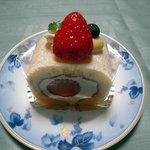3509443 - 稚内牛乳を使ったイチゴのロールケーキ