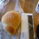 35091949 - 塩パン(\160、左のケータイは大きさ比較)