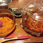 cafe 紅 - ハマナス紅茶