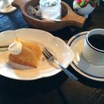 モカモアコーヒー - りんごケーキ、本日のコーヒー