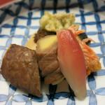 匠の宿 佳松 - 鉢肴 筍牛肉巻き サワラの蕗味噌焼き サイマキ海老の揚物 酢取り茗荷