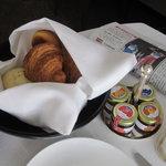 グランドハイアット東京 - 部屋で朝食「パリジャンセット」の一部