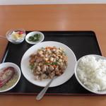 カイシンゲン - 鶏肉とカシューナッツ炒め定食 980円