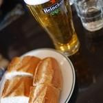 オー バカナル - ビールはハイネケン