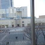 コクテル堂 - ボックス席から見た横浜美術館。